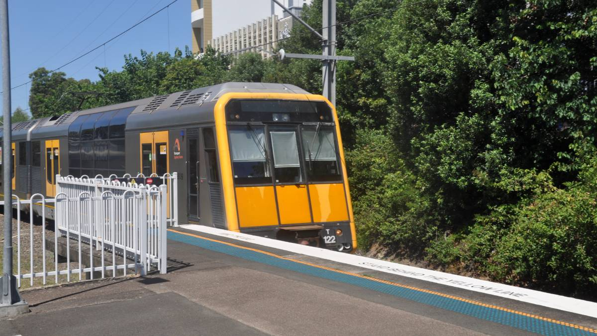 A train arriving at Caringbah station.